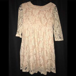 Short cream lace dress w peter pan collar